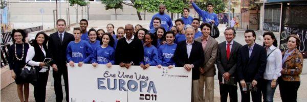 Marcos Senna y 20 niños brasileños acercan el proyecto Era Uma Vez Europa de su Fundación a la Dirección General de Integración y Cooperación